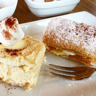 2層のチーズケーキと日替りスイーツ(カフェなかゆくい)