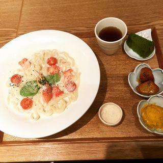 カニとアボカドの豆乳クリームおうどん(めん、色いろ。いつでも、おやつ。 京都 )
