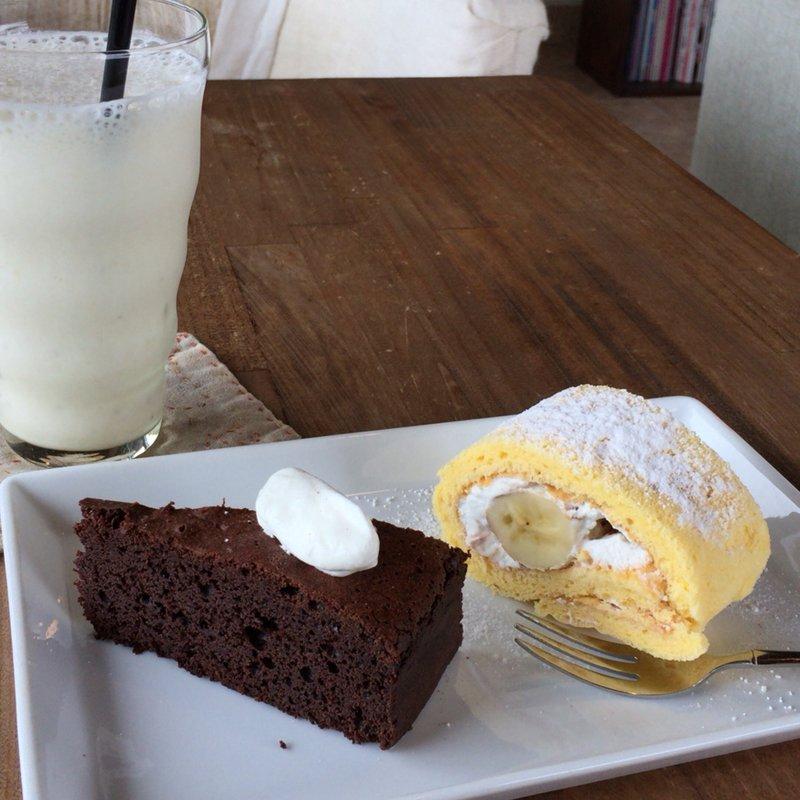 チョコレートケーキと日替りスイーツ