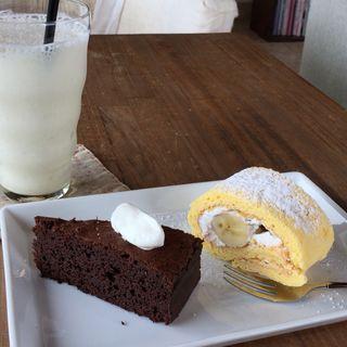 チョコレートケーキと日替りスイーツ(カフェなかゆくい)
