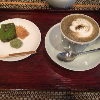 ほうじ茶ラテ お菓子つき(福寿園京都本店 京の茶寮 )