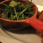 つぶ貝とパクチーのトムヤムアヒージョ