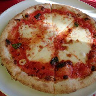 モッツァレラチーズとトマトとバジルのマルゲリータ(グリーンハウスイタリア料理店)