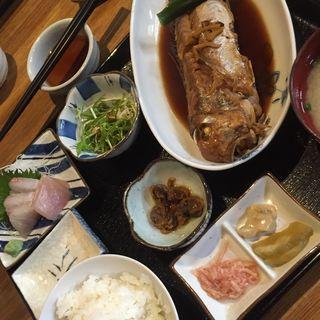 特撰おさかな定食(刺身付)(夜明茶屋 (ヤマヒラ))