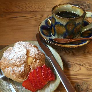 パイシューとモカイリガチャフィのケーキセット(風の道 )