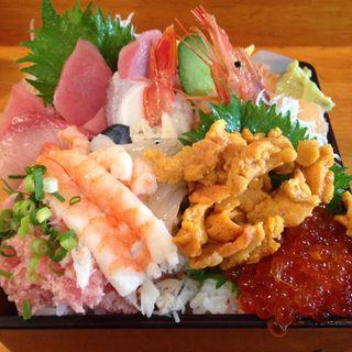 市場寿司丼(お魚やの市場寿司南部市場店)