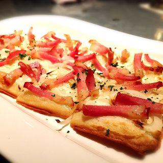 フランス風ピザ ベーコンと玉ねぎのタルトフランペ(イーターブル)