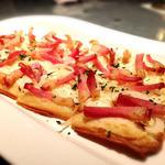 フランス風ピザ ベーコンと玉ねぎのタルトフランペ