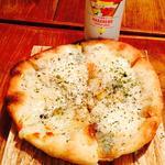 4種のチーズピッツァがっつりブラックペッパー仕上げ