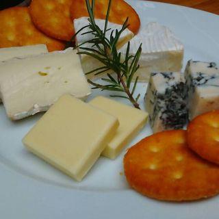チーズの盛り合わせ(アイランドカフェアンドバー (Island Cafe & Bar))