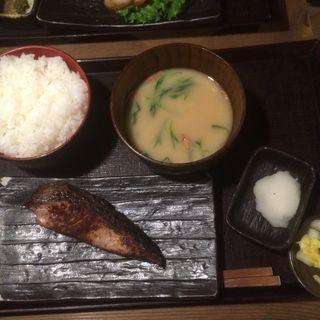 ブリ塩焼き定食(越後屋 三太夫 )