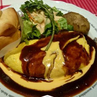 チキンライスのモッツァレラチーズオムライス(ラケル 名古屋茶屋店 (RAKERU))