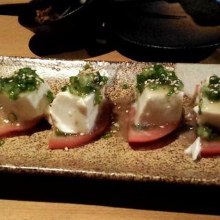 トマトと豆腐のサラダ仕立て(座Dinigたわわ 白子駅前店 (ザダイニングタワワ))