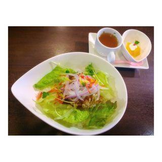 バジルチキンサラダ丼(スマイル・ジャンキー 原宿ベース カフェ )