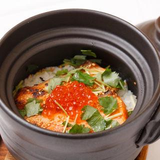 イクラと鮭の土鍋(日本料理 銀座 大野 (にほんりょうり ぎんざ おおの))