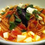 モッツァレラチーズとなすのトマトスパ