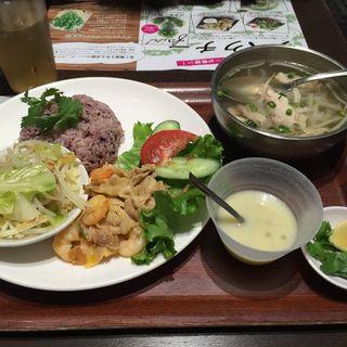 日替わりベトナム屋台定食セット(バインセオ サイゴン 有楽町店 )