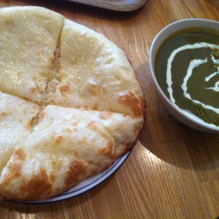 日替わりカレー1種&チーズナンセット(ヒマラヤカリー 白金店 (Himalaya Curry))