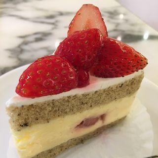 紅茶と苺のケーキ(ケユカ クイーンズイースト店 )