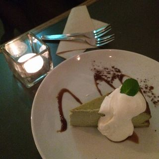 ホワイトチョコレートと抹茶のチーズケーキ(サロカフェ (salo cafe))