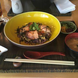 鮭とイクラのご飯(ルーメ (LUME))