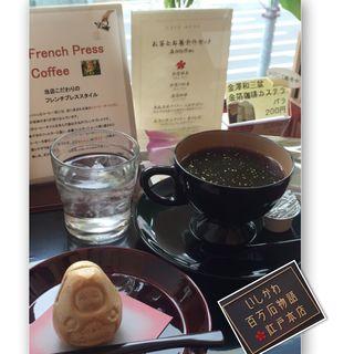 お茶とお菓子のセット  (いしかわ百万石物語 江戸本店)