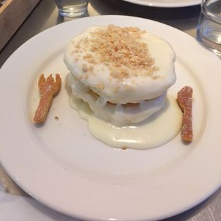 マカダミアナッツソースパンケーキ(レインボーパンケーキ (RAINBOW PANCAKE))
