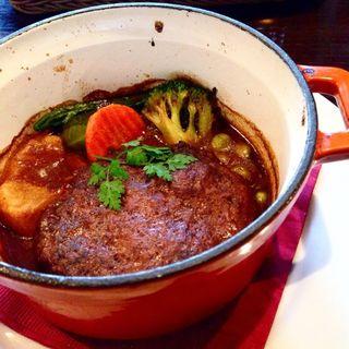 いろいろ野菜と特製ハンバーグのココット焼き(yebisu gogo cafe TOKUSHIGE GARDEN )