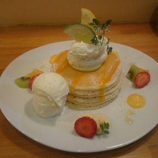 レモンカードとココナッツアイスのパンケーキ(パンケーキママカフェ VoiVoi (ヴォイヴォイ))