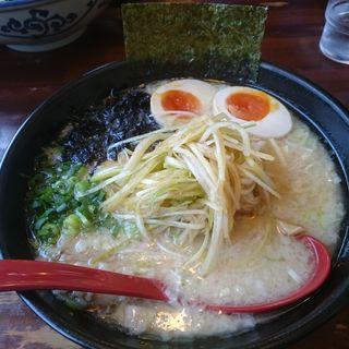 塩豚骨らーめん(並)+ 煮玉子 + ねぎ(活力豚骨ラーメン 大成屋 (おおなりや))