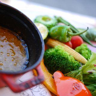季節野菜のバーニャカウダ (DOUBLDOORS)