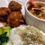 粗挽き肉団子の旨煮と天ぷらスープランチ