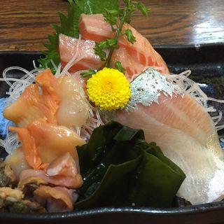 サーモン入り刺身三点盛り(くり山 )