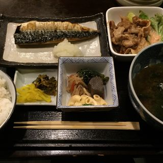 さばの塩焼きとミニ生姜焼き定食(らかん )