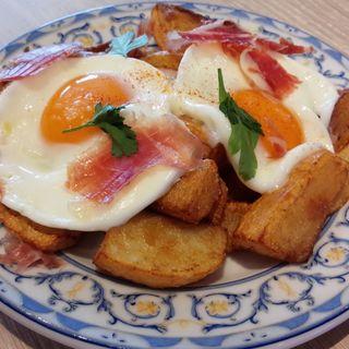 フライドポテト 半熟卵と生ハム(ミゲル フアニ 横浜店)