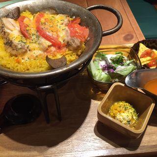 チキンと焼きトマト・茄子のトマトクリームパエリア(パエリアンピーシーズ)