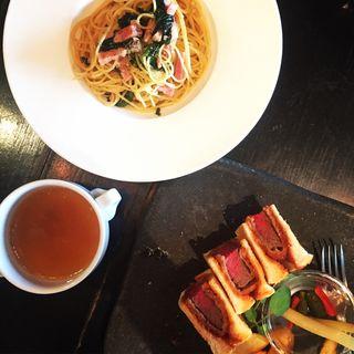 週替わりパスタランチ。ビーフヒレカツの洋食サンドランチ。(WWW. W (フォーダブリュー))