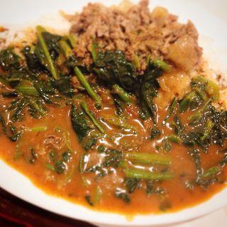 牛こま肉とホウレン草のカレー チョイ辛 (辛蜜屋 )