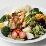 グリルチキンと海老の野菜仕立て