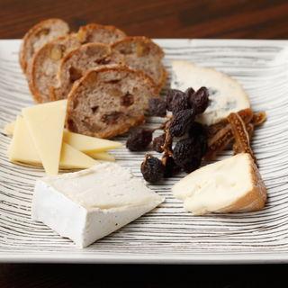 チーズの盛り合わせ(清風明月 (セイフウメイゲツ))