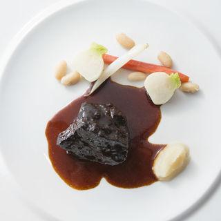 牛ホホ肉の赤ワイン煮込み(ラ ペティ ロ アラ ブッシュ )