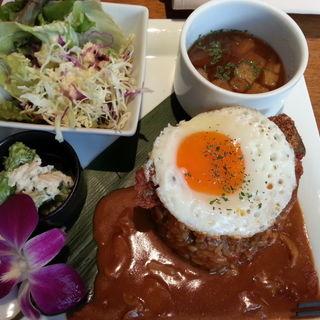 ロコモコプレート(MUU MUU DINER Fine Hawaiian Cuisine(ムウムウダイナー ファイン ハワイアン キュイジーヌ))