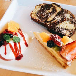 パウンドケーキとタルト(パークサイドカフェ (PARK SIDE CAFE))