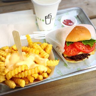 DBL ShackBurger&Cheesefries(シェイク シャック 外苑いちょう並木店 (SHAKE SHACK))