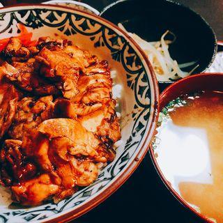 焼き鳥丼定食(炭火焼鳥 母家 池袋本店 (おもや))