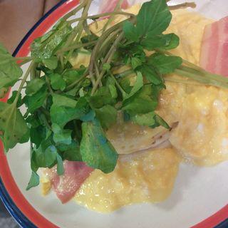 クレソンとベーコンのスクランブルエッグパンケーキ(elk 京都河原町店 )