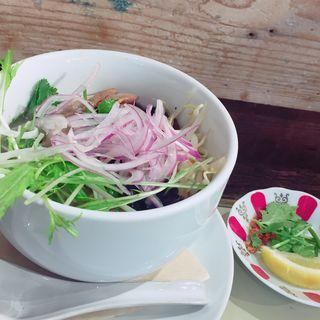 鶏肉と野菜のフォー(DEMODE R 三宿店 (デモデアール))