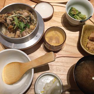 鶏五目の羽釜炊きご飯「お膳」(TSUKUMI)