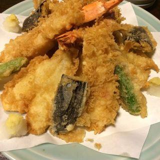 天ぷら盛り合わせ(のれんと味 だるま料理店 (のれんとあじ だるまりょうりてん))