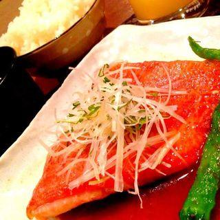 梅風味の白身魚煮付け定食(楽家)